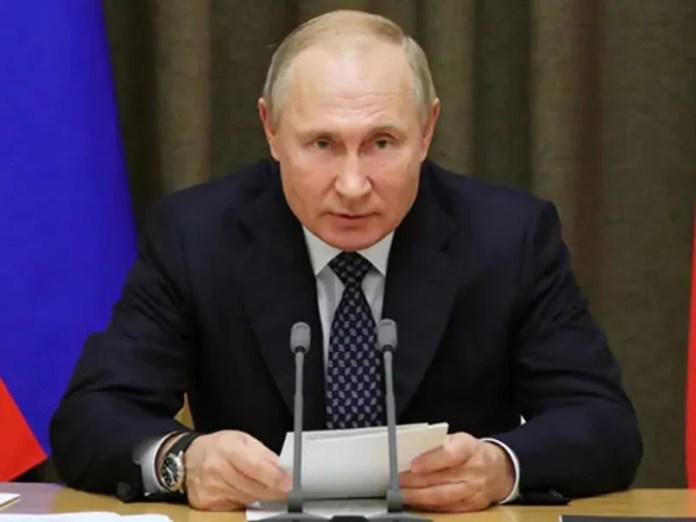 Vladimir Putin Signs Bill Giving Russian Presidents Lifetime Immunity