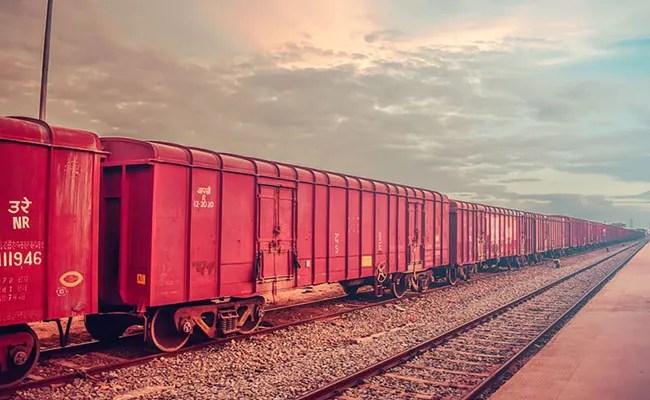 रेलवे ने इस दौरान माल ढुलाई में 10% की वृद्धि दर्ज की