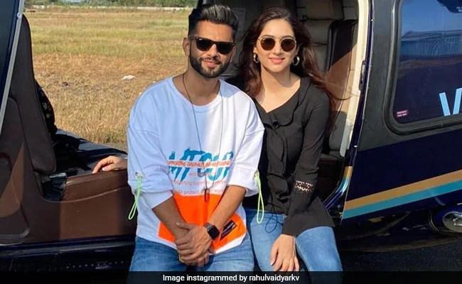राहुल वैद्य गर्लफ्रेंड दिशा परमार के साथ छुट्टियां मनाने बाहर गए