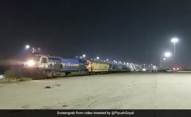 First Oxygen Express Leaves Maharashtra For Visakhapatnam With 7 Empty Tankers