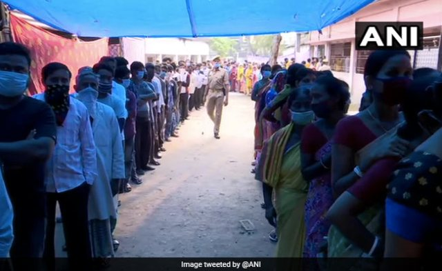 Pics: Fourth Phase Of Voting For West Bengal Elections Begins