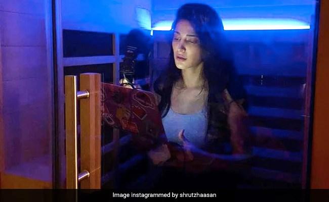 'इस तरह के अजीब समय': श्रुति हासन ने घर पर अपनी सौना को डबिंग स्टूडियो में बदल दिया