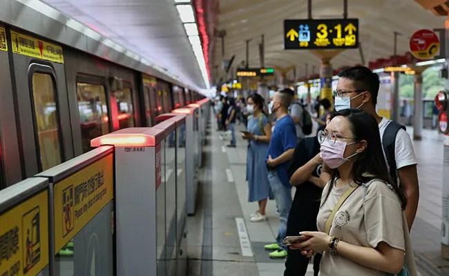 Taiwan May Raise COVID-19 Alert, Shut Non-Essential Shops