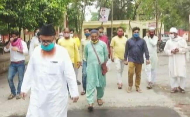 यूपी के बाराबंकी में मस्जिद विध्वंस पर, मुस्लिम लॉ बोर्ड बनाम अधिकारी