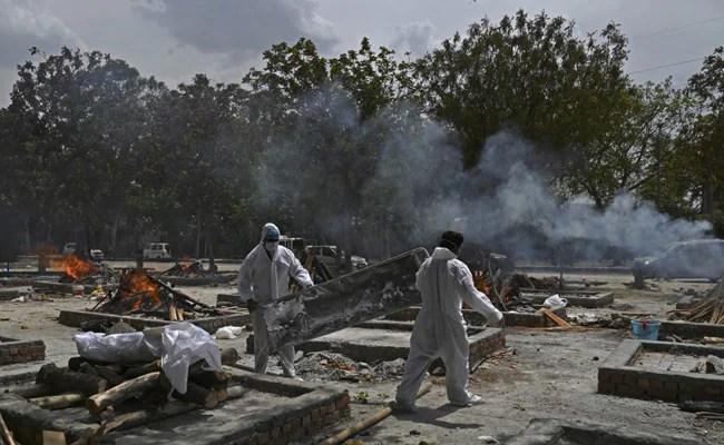 'No Break': Delhi Crematorium Workers Struggle With Rising Body Count