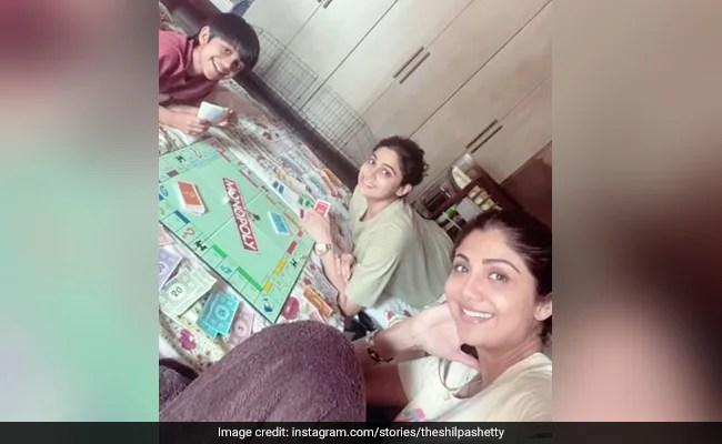 शिल्पा शेट्टी का 'लॉकडाउन उद्धारकर्ता' - एक बोर्ड गेम जिसे हम सभी प्यार करते हैं