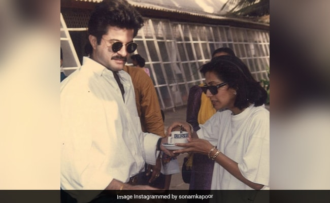 '48 इयर्स एंड ए लाइफटाइम टू गो': सोनम ने अनिल और सुनीता कपूर की सालगिरह पर थ्रोबैक पिक्स पोस्ट की