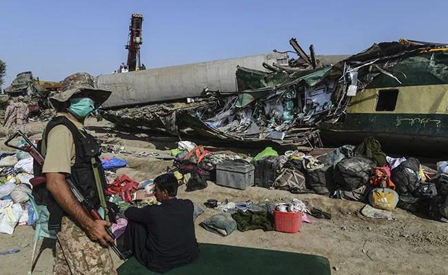 Pakistan Train Crash Death Count Rises As Rescuers Comb Through Wreckage