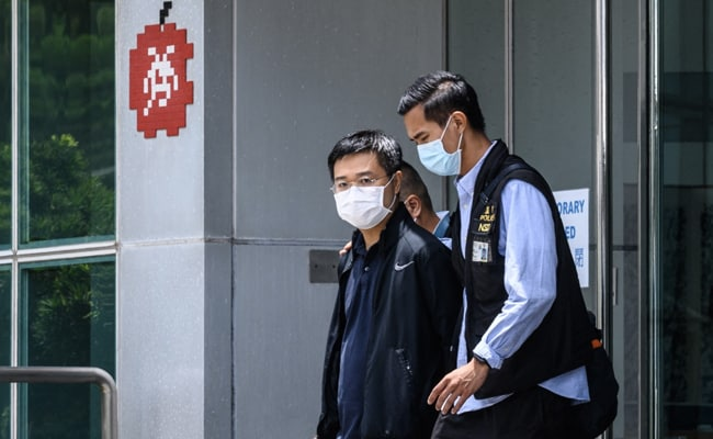 2 Hong Kong Newspaper Executives Charged Under Security Law: Police