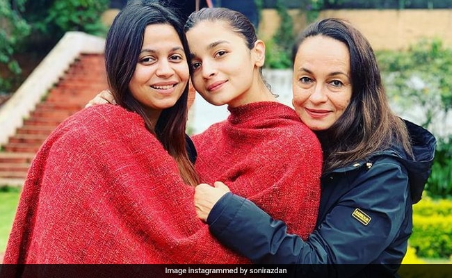 Soni Razdan and her 'Duniya' in a picture - Daughters Alia and Shaheen Shah
