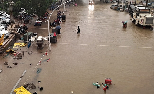 Nearly 2,00,000 Evacuated In Central China Flooding