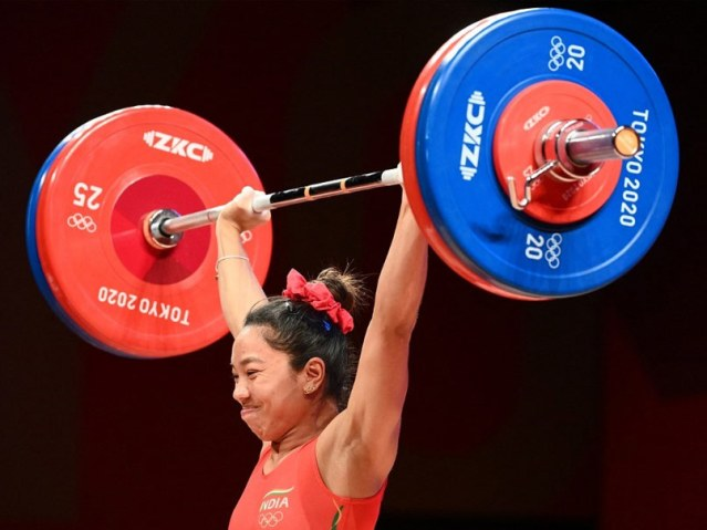 देखें: विशेष क्षण जब मीराबाई चानू ने टोक्यो में भारत का पहला पदक जीता
