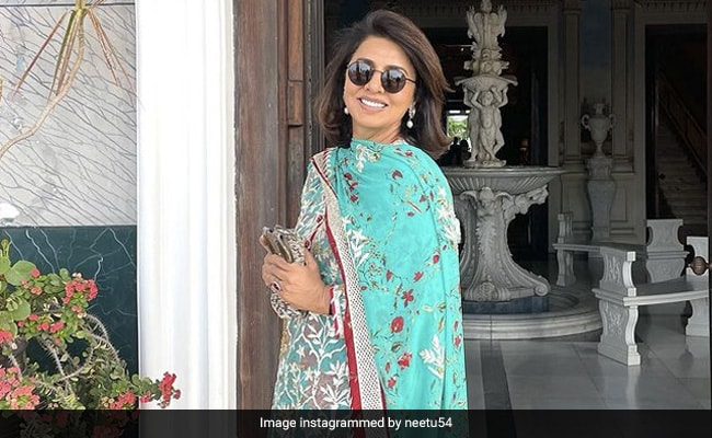 Anushka Sharma Is A Fan Of Neetu Kapoor's 'Going With The Flow' Look. See Pic