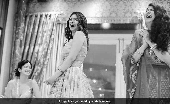 More Pics From Khushi, Anshula And Shanaya Kapoor's 'FamJam' At Antara Motiwala Marwah's Baby Shower
