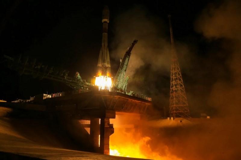 Russian Soyuz Rocket Launches 34 New UK Satellites