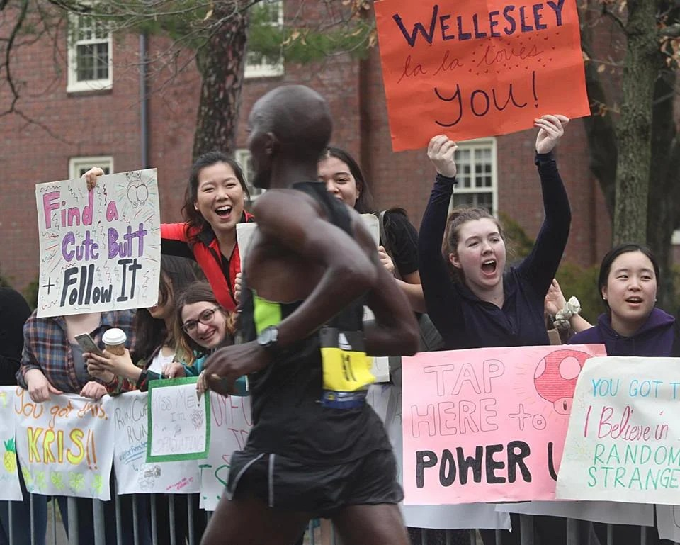 Viewers near Wellesley College had eye signs.