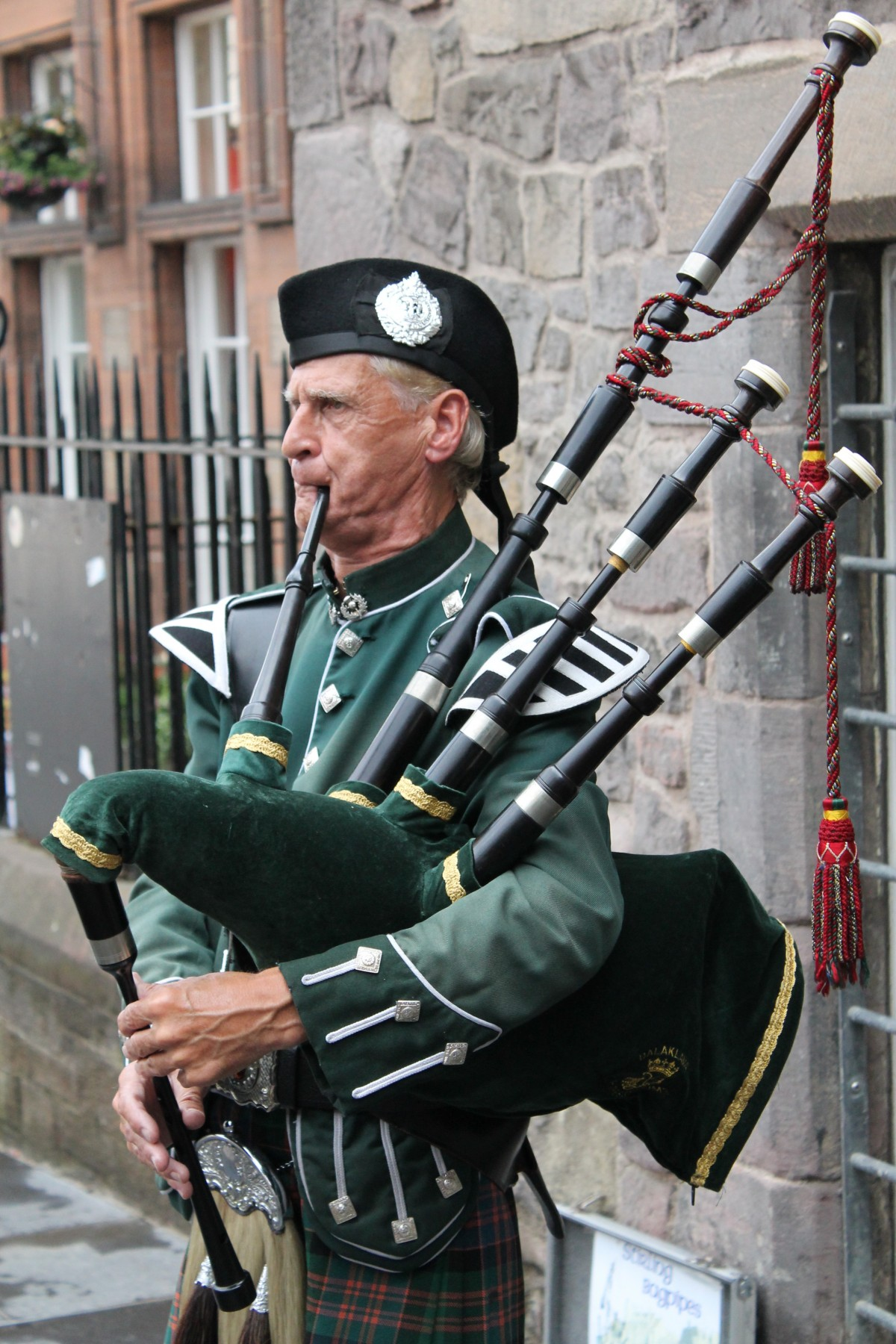 How Do You Play Bagpipes