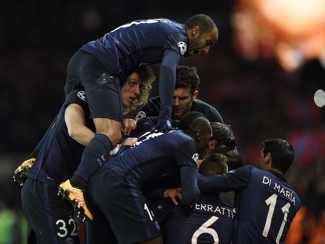 David Luiz receives a crotch on his neck during the Champions League encounter between Paris Saint-Germain and Chelsea on February 16, 2016