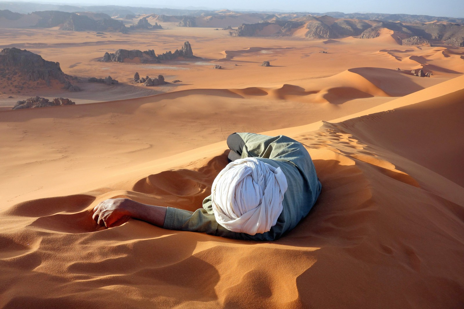 Wallpaper Landscape People Rock Nature Sky Desert Canyon Dune Sahara Formation Vacation Material 1600x1067 Px Geology Wadi Aeolian Landform Erg Ecoregion Singing Sand 1600x1067 Wallhaven 791876 Hd Wallpapers Wallhere