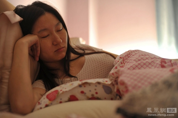 December 21, 2013, the first 211 days of pregnancy, sleep becomes very hard, juju can only sit almost asleep. Wei Yao / Graphic