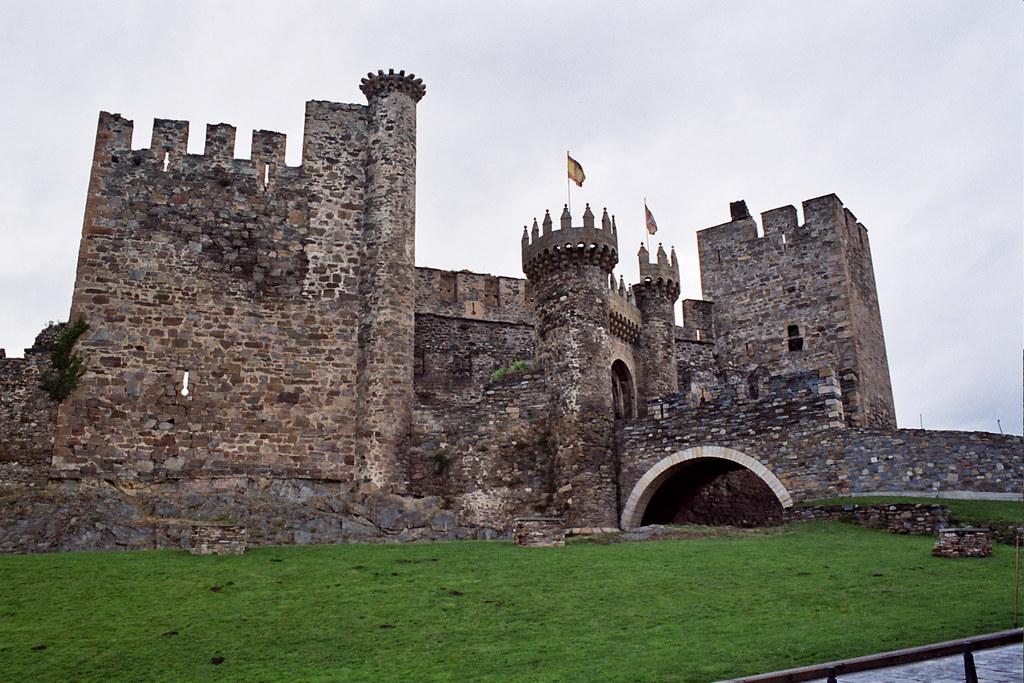 Castillo templario de Ponferrada Leon 01