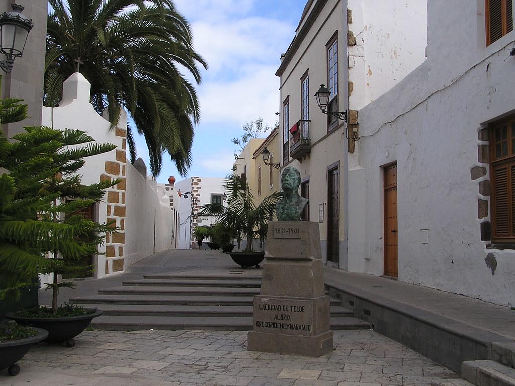 escultura Busto del Doctor D. Gregorio Chil Telde isla de Gran Canaria 13