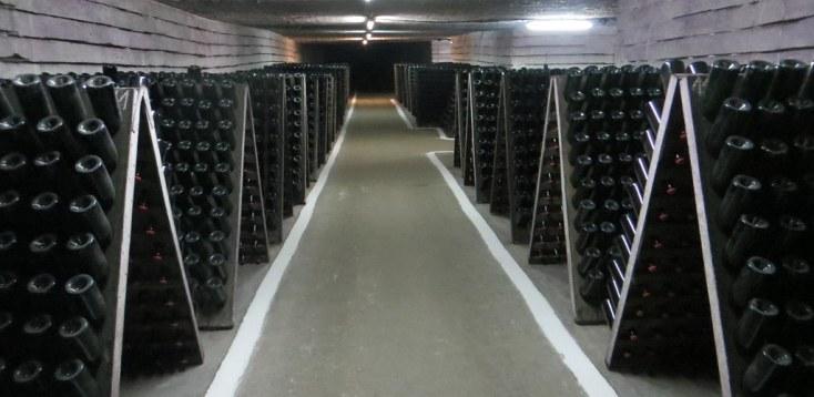 Producție de vin spumant de la Cricova, crame din Moldova