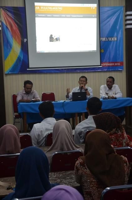 Suprihno saat memberikan materi sosialisasi di STAI Muhammadiyah Tulungagung (8/12)