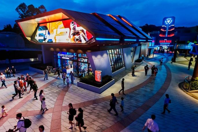 Hong Kong Disneyland_Stark Expo_with model (3)