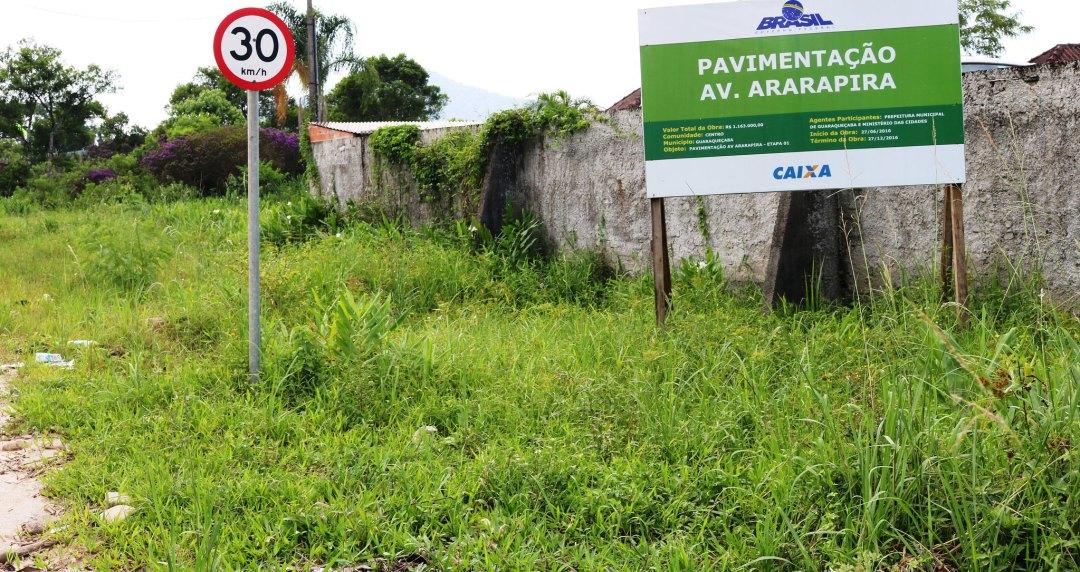 Avenida Ararapira continua estrada de chão de terra em Guaraqueçaba 4