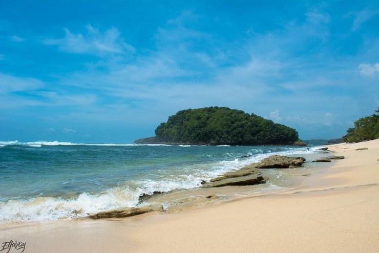 pantai-watu-leter-landscape-pantai-biru