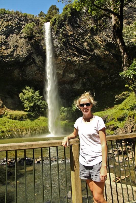 新西兰的瀑布是在新西兰的热带雨林里,在——————————