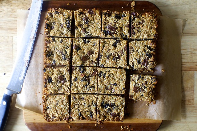 chocolate chunk granola bars