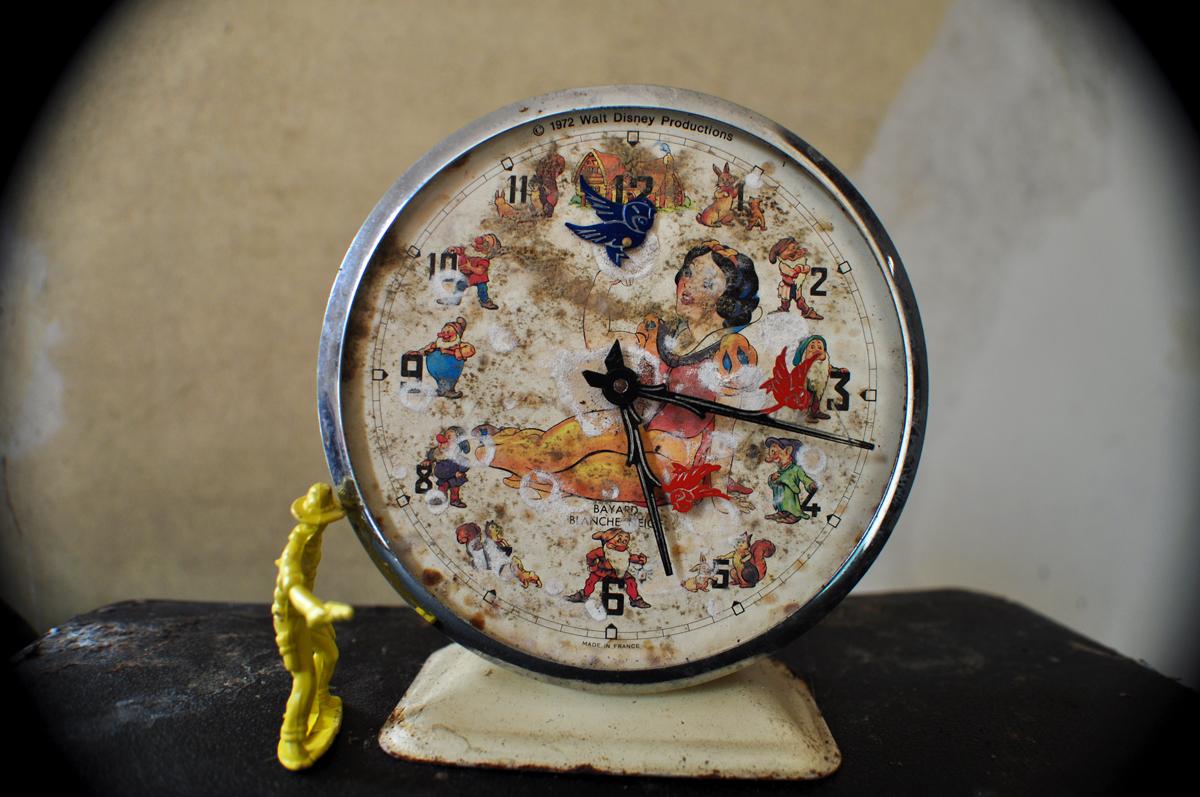 Blanche Neige Clock