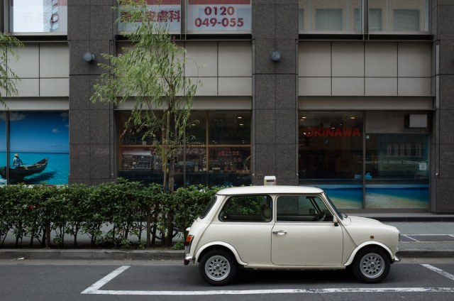 OLD WHITE MINI SIDE VIEW 2015/06/05 GR140533