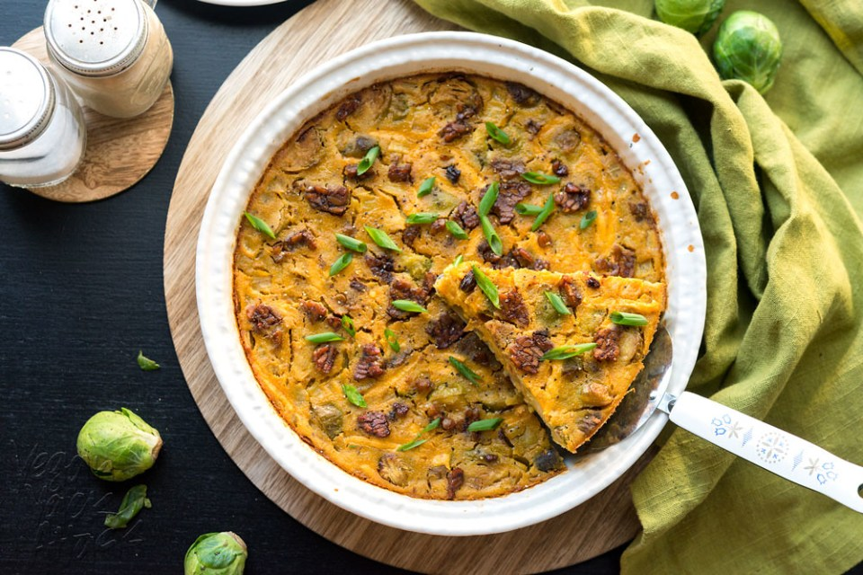 Savory, filling and delicious, this Crustless Bacon Brussels Quiche is easy-to-make and great for brunch or dinner! #vegan #vegetarian #glutenfree @Veganyackattack