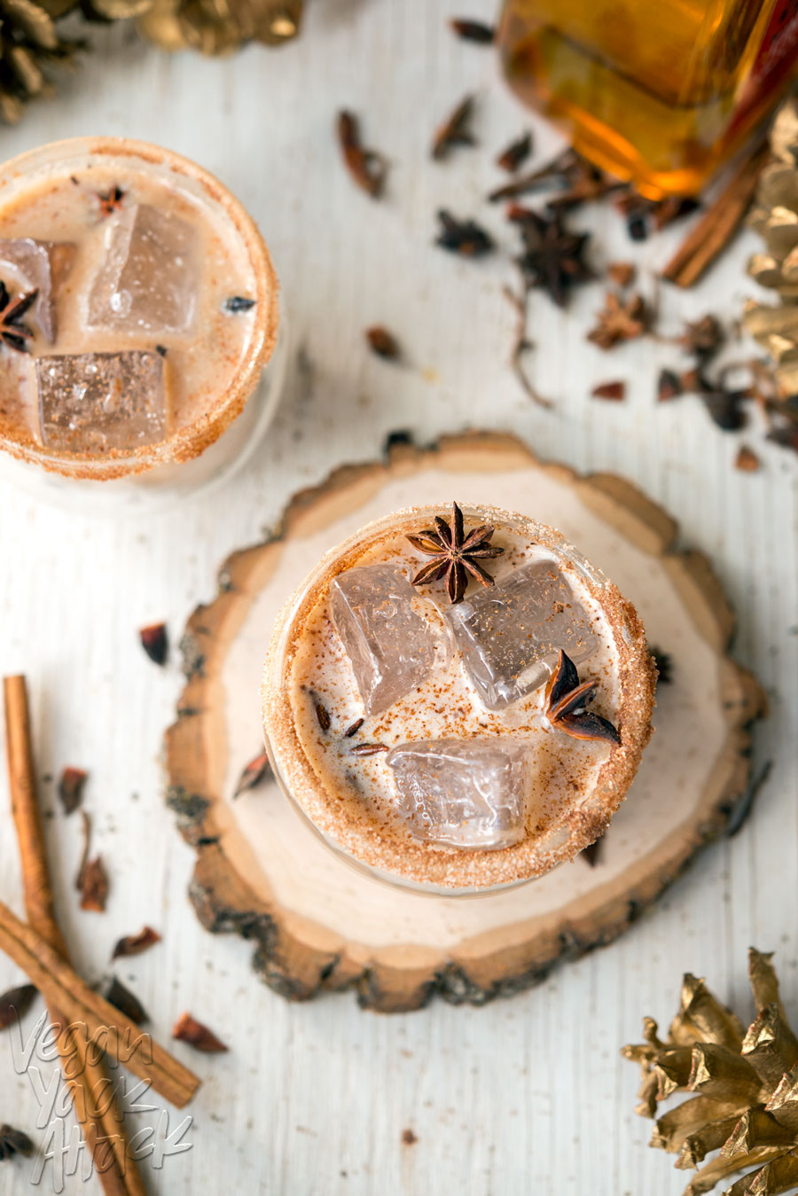 This Iced Cinnamon Whiskey Chai is spicy, cool and perfect for the holidays! Made with delicious Rebbl Ashwaganda Chai Elixir @Veganyackattack #rebbl #sponsored #recipe