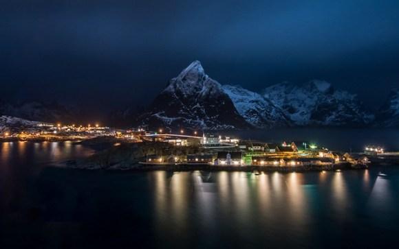 Hamnøy by night