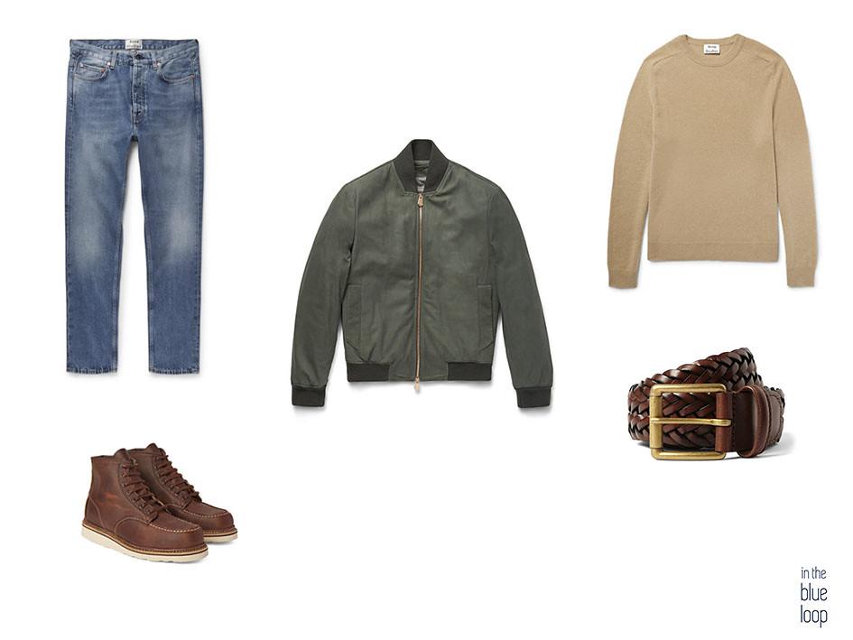 Look casual masculino con bomber jersey, cinturón, botas y jeans para hombre