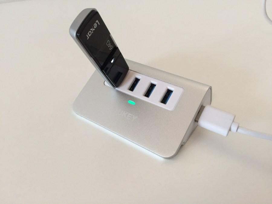 20170125 AUKEY Hub USB x 4 00009 hub en marche avec clé USB