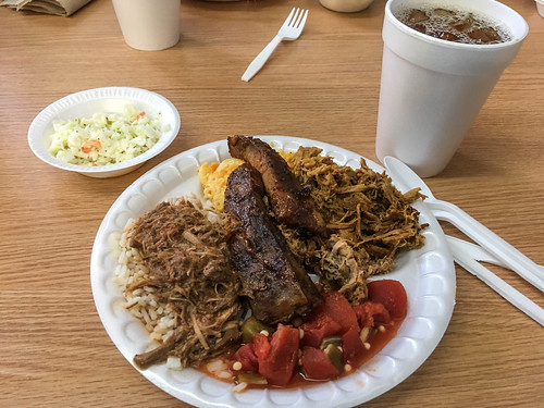 Little Pigs BBQ in Columbia with LCU-004