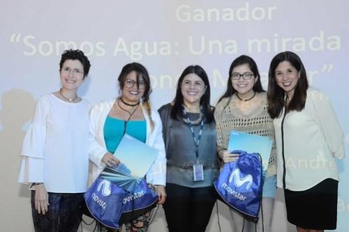 """El documental """"Somos Agua: Una Mirada desde el Congo Mirador"""" realizado por Ninoska González, Milagros Hernández y Joselyn Martínez de la UCAB fue galardonado con el premio especial """"Miradas de Venezuela"""". En el medio Inés Sandra Machado."""