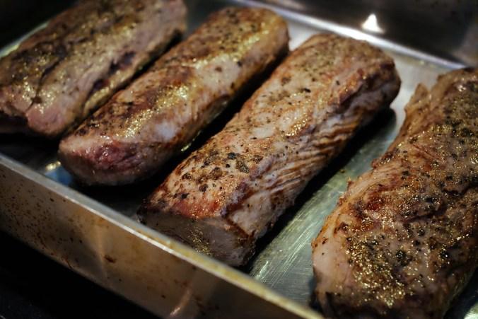 Reerug met jeneverbes-roomsaus: de filets zijn kort aangebraden en gaan nog zo'n 7 à 10 minuten in de oven op 180 graden