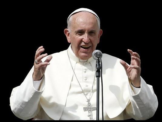 Pide el papa no tratar a los inmigrantes como