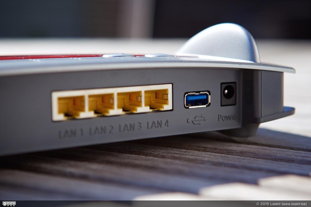 Achteraan de FRITZ!Box 3490 zitten o.a. 4 LAN Poorten en een USB 3.0 poort
