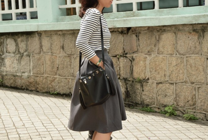 Uniqlo striped breton top, rockstar grey midi skirt, zara black leather bucket tassel bag, classic style