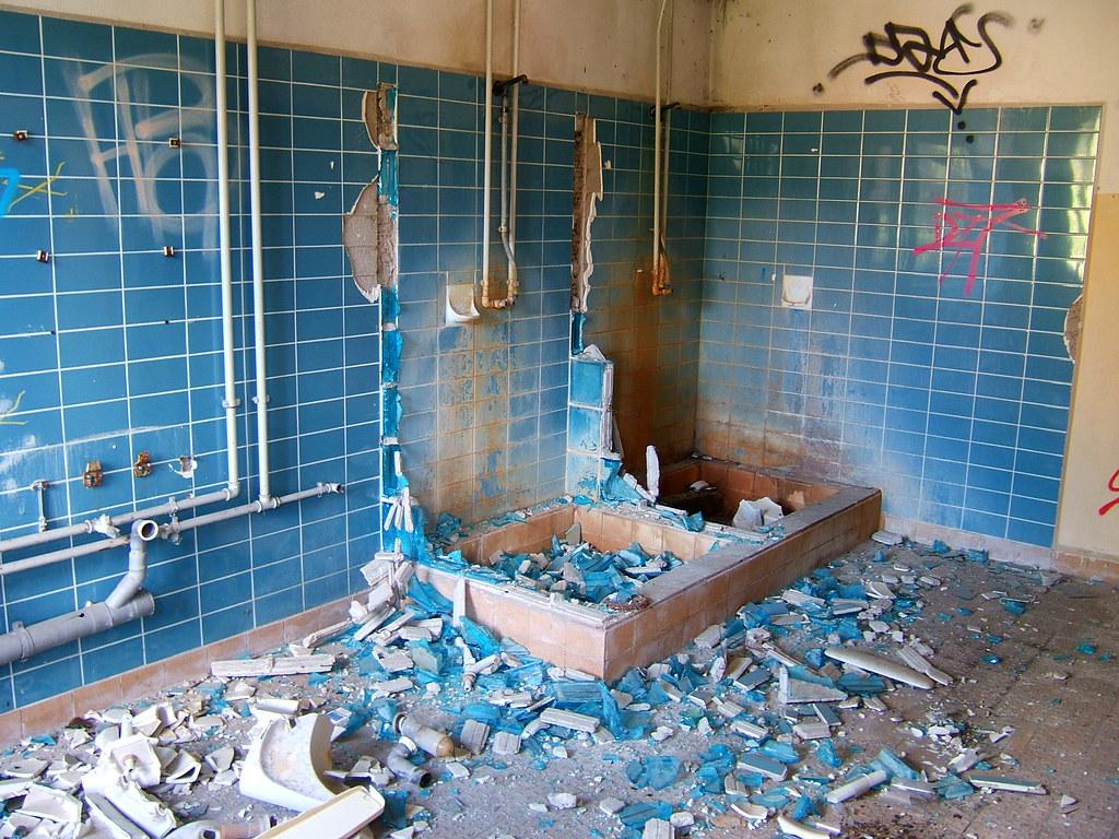 Broken Bathroom Salle De Bain Kind Of Impressiv In