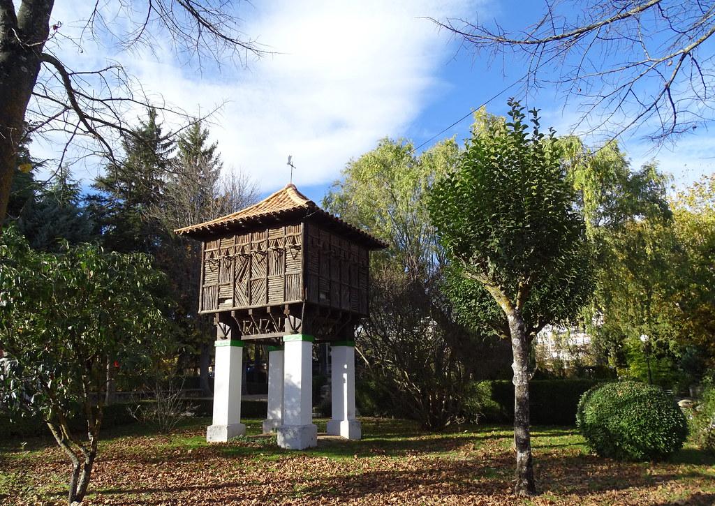 Palomar en forma de horreo Parque Alameda de Cervantes La Dehesa Soria 08