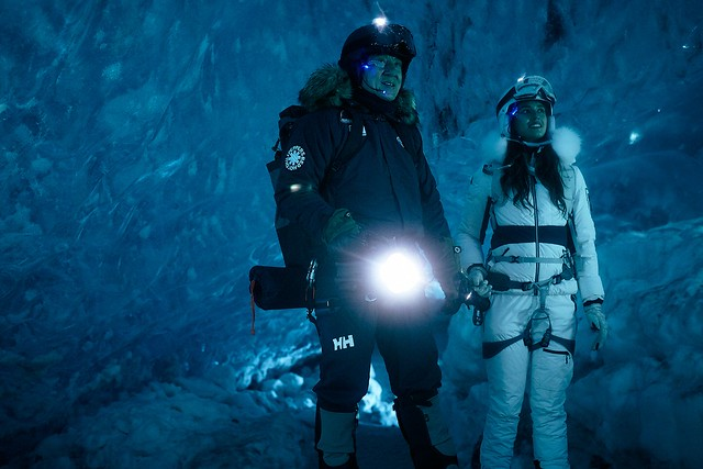 13.Jackie Chan and his teammate are looking for the treasure in the ice cave