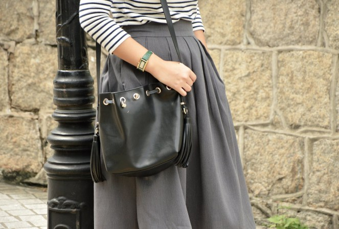 Uniqlo striped breton top, rockstar grey midi skirt, zara black leather bucket fringe bag, classic style, green rectangular gucci watch